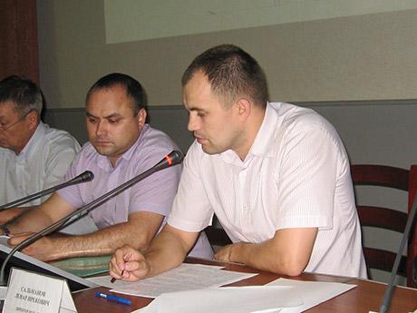 Ленар Сальманов пояснил, что слушания посвящены утверждению схем расположения земельных участков на кадастровом плане