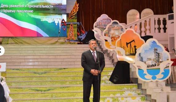 Татарстан Президенты дәүләт хезмәте ветераннарын бәйрәм белән котлады