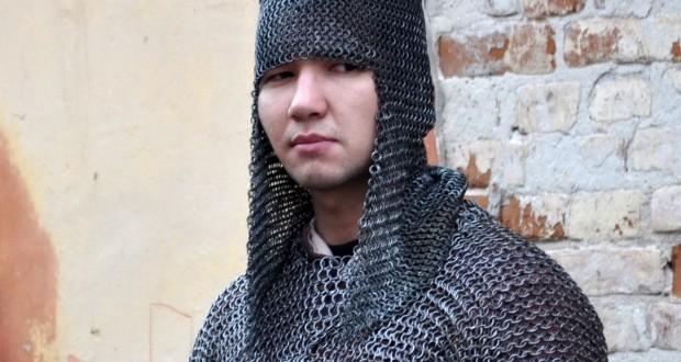 Ремесленник из Кокшетау делает доспехи времен Золотой Орды