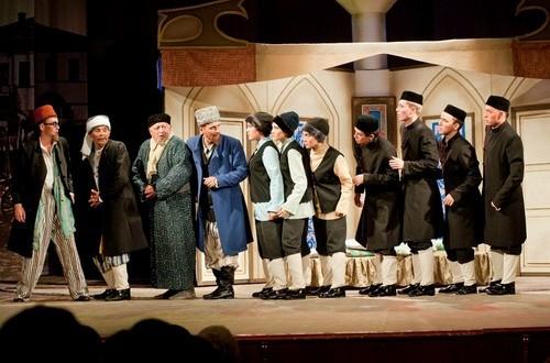 Әлмәт театры Казанга җыена