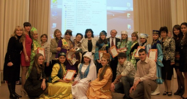 «Ак халатлы татар кызлары»