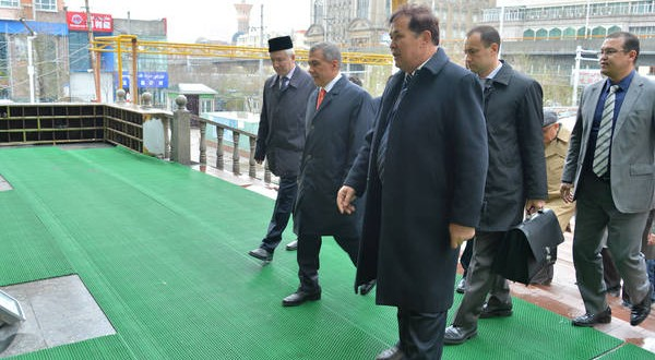 Рустам Минниханов посетил Татарскую мечеть Урумчи