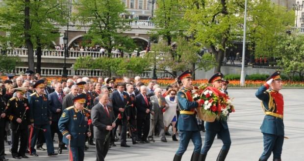 Клуб офицеров при Полпредстве Татарстана возложил цветы к Могиле Неизвестного солдата