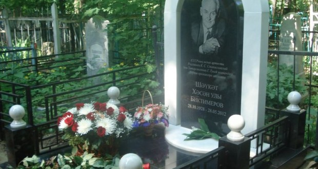 At the grave of Shaukat Biktimirov a tombstone installed