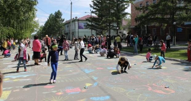 По своему отметили День защиты детей общественность города Семей