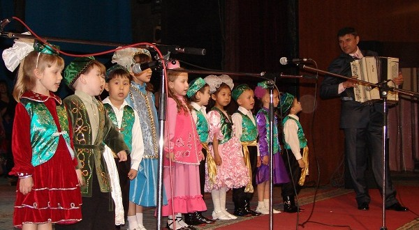 В Семее 25-летию татарского детского ансамбля посвятили международный фестиваль