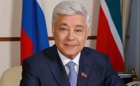 Поздравление Председателя Государственного Совета Республики Татарстан Ф.Х. Мухаметшина с Днем России