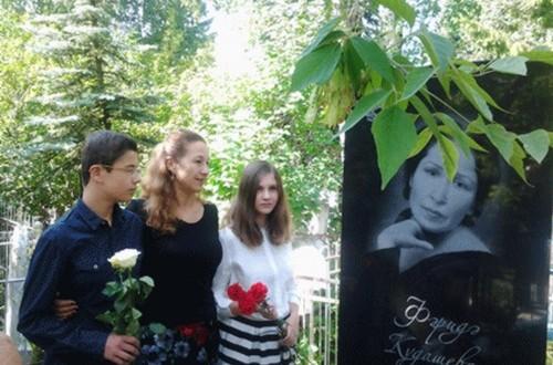 На мусульманском кладбище Уфы установили надгробие на могиле Фариды Кудашевой