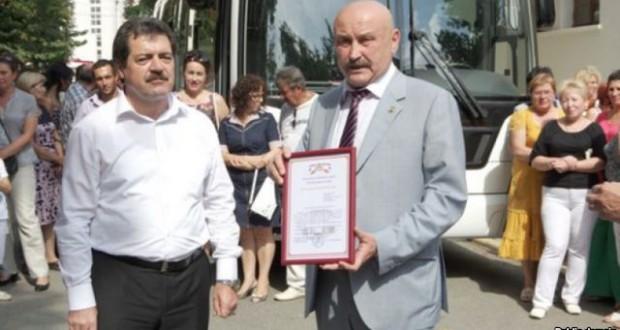Татарстан президенты кырымтатар театрына автобус бүләк итте