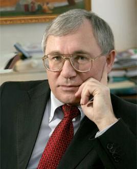 Писатель,  общественный и государственный деятель Разиль Валеев