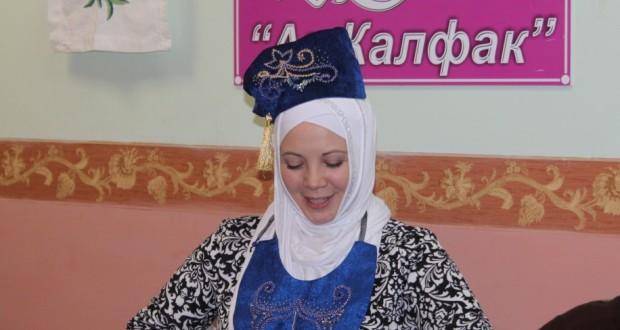 Самарский «Ак калфак» подарил Динаре Садретдиновой «изю»