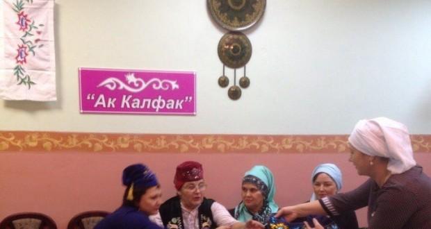 Самарский «Ак калфак» вышивает калфак