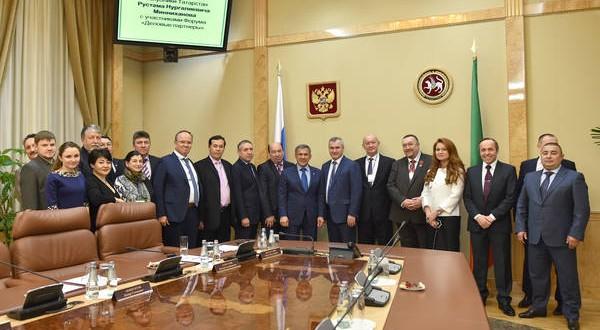 Татарстан Президенты Россия төбәкләреннән һәм ерак чит илләрдән килгән татар бизнесменнары белән очрашты