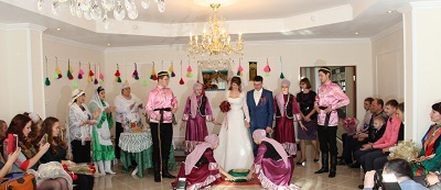 In Sakhalin Nogliki marriage has been in accordance with elements of old wedding ceremonies of Tatar folk wedding