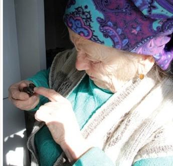 Надия Хасанова из Семея сохранила программку татарского театра столетней давности