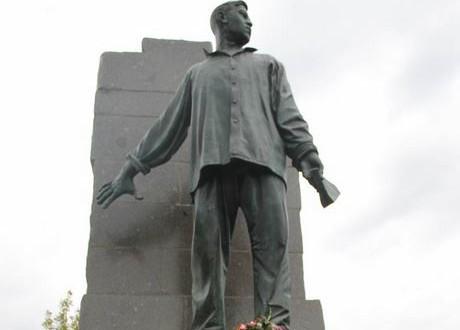 В Москве состоится церемония возложения цветов к памятнику поэту-герою Мусе Джалилю