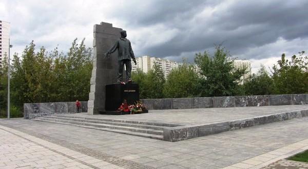 Акция по посадке деревьев у памятника поэту-герою Мусе Джалилю