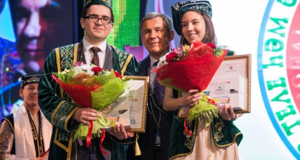Лучшие знания татарского языка и литературы показали студентка из Канады Камила Хамадиярова и школьник из Актанышской гимназии — Айдар Шайхин