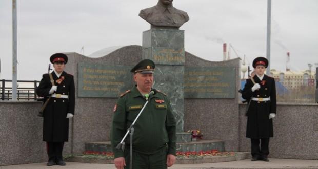 Татары Нижневартовска почтили память о Героях ВОВ у памятника Мусе Джалилю