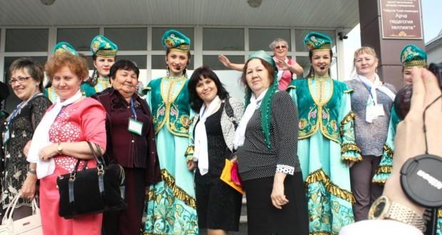 III Бөтендөнья татар хатын-кызлары форумы катнашучылары Арча районына сәфәр кылдылар