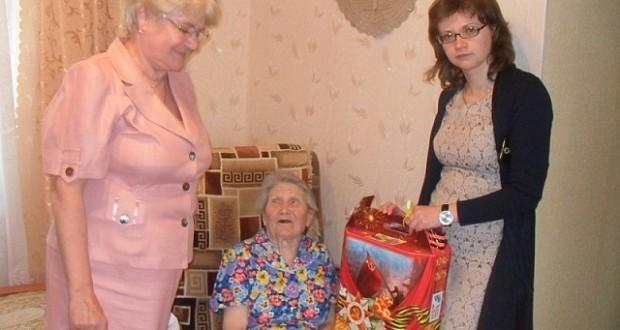 Вручение памятных подарков жителям Ляскельского поселения