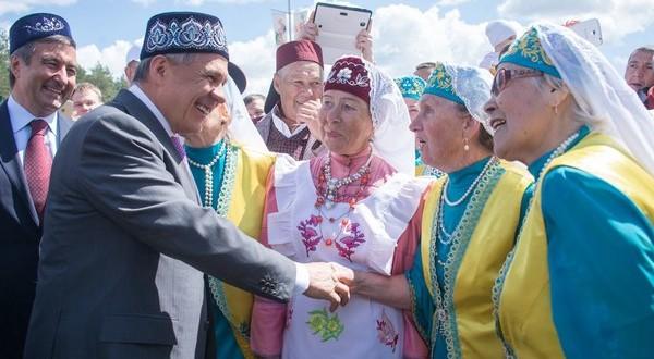 Рустам Минниханов поздравил челнинцев с праздником Сабантуй
