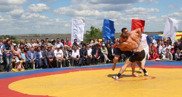 Несколько тысяч человек посетили Сабантуй в Саратовской области