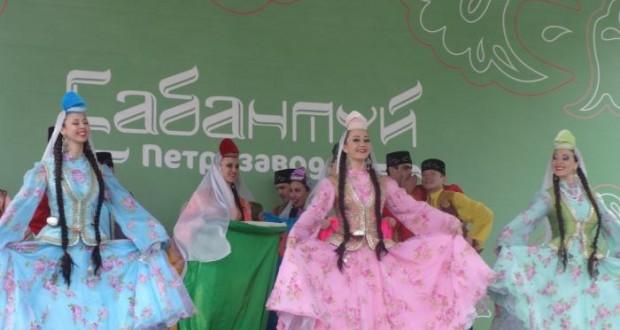 Для татарского праздника в Петрозаводск специально привезли сцену из Казани