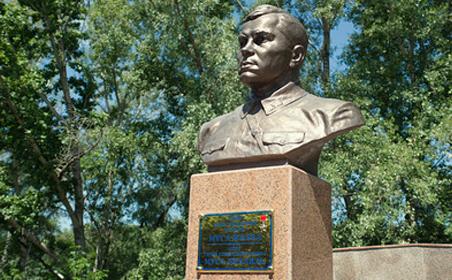 В Казахстане появился памятник Мусе Джалилю