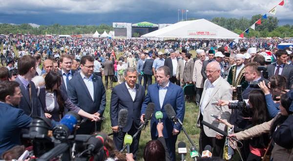 Рустам Минниханов принял участие в VI Всероссийском сельском Сабантуе