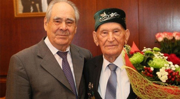 Минтимер Шәймиев Фәйзи Галиев белән очрашты