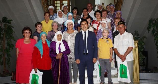 Свердловск өлкәсенең Берёзовский шәһәреннән килгән татарлар белән очрашу узды