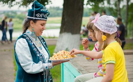 Шуяда уздырылган милләтләр бәйрәмендә татарлар да үзеннән өлеш кертте