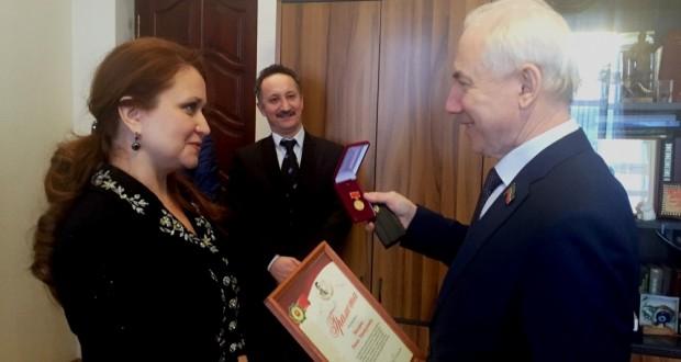 Ринат Закиров Муса Җәлил тууының 110 еллыгына чыгарылган истәлек медале белән бүләкләнде
