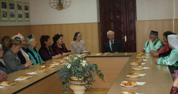 Бөтендөнья татар конгрессы башкарма комитеты рәисе Кыргызстан татарлары белән очрашты