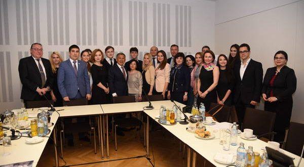 Рустам Минниханов встретился в Австрии с активом татарского общества «Мирас»