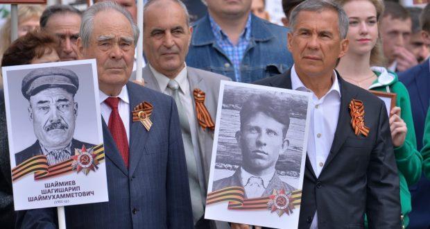 """President of Tatarstan headed the procession """"Immortal regiment"""" in Kazan"""