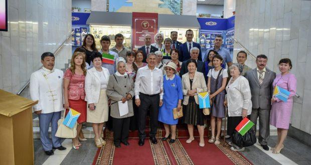 Рустам Минниханов в Туве посетил скульптурный комплекс «Центр Азии» и встретился с представителями местной татарской общины