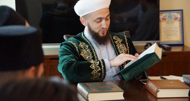 Татарстан мөфтиятендә Коръәнне хәзерге заман татар теленә тәрҗемә итү турында фикер алыштылар
