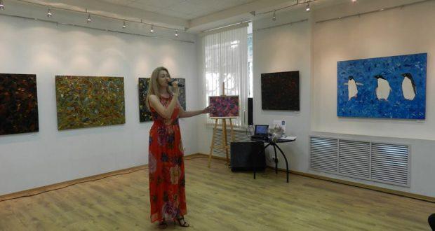 В Электростали работает выставка работ Людмилы Гиндулиной