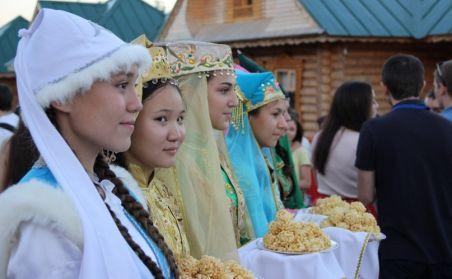 Бөтен дөньядан җыелган татар яшьләре Арча төбәгендә Габдулла Тукай эзләре буйлап йөрде