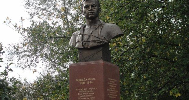 Первый в Сибири памятник Мусе Джалилю открыли в омском Уленкуле
