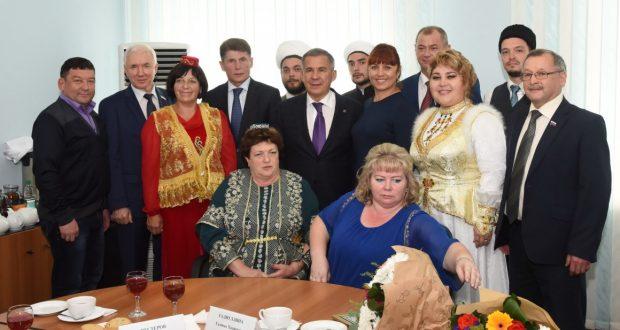 Рустам Минниханов встретился с активом татар, проживающих на Сахалине