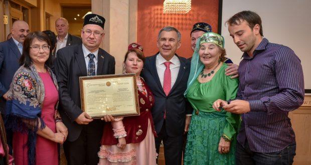 Rustam Minnikhanov met in Riga with activists of Tatar public organizations of Latvia