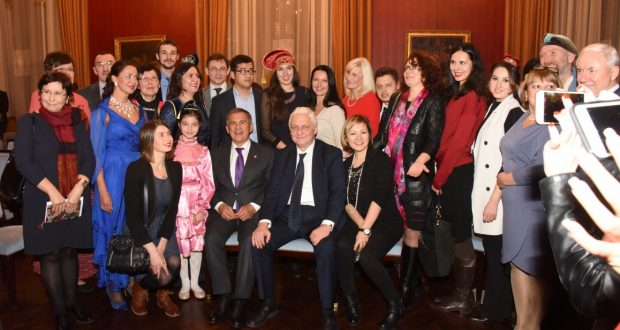 Рустам Минниханов встретился в Париже с представителями татарской общины Франции