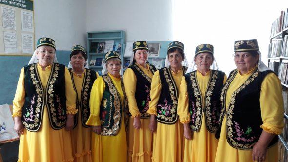 "Сарногай авылының ""Ләйсән"" ансамбле кызлары"