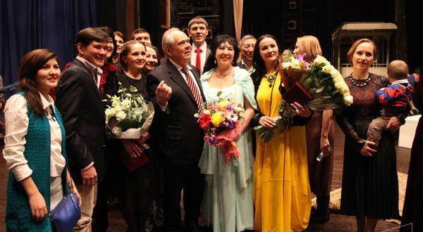 Минтимер Шәймиев татар театрының 110 еллыгы белән артистларны һәм тамашачыларны котлады