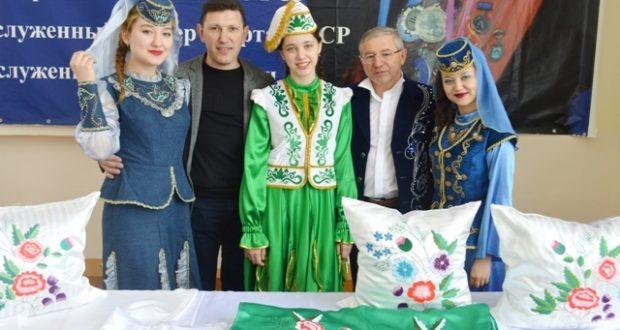 Расих Латыйпов идеясе белән оешкан «Халкым минем» иҗат фестивале тугызынчы тапкыр узды. Кызганычка, үзеннән башка…