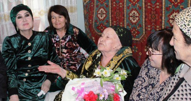 Не стареют душой ветераны —  Кашифе Чанышевой из Карши исполнилось 90 лет