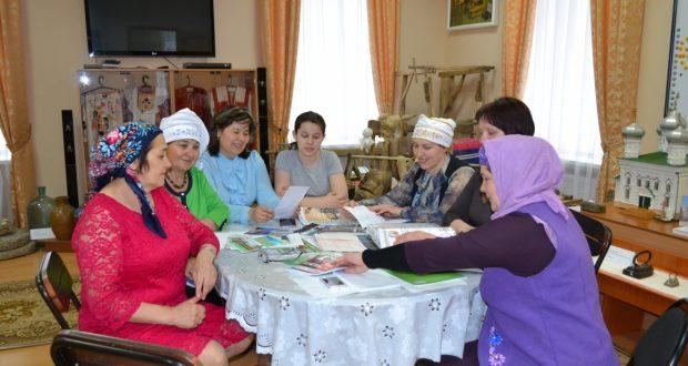 Аксубай ханымнары V Бөтендөнья татар хатын-кызлары җыены нәтиҗәләрен барладылар
